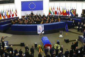 Χέλμουτ Κολ: Η Ευρώπη τον αποχαιρετά – Δείτε live