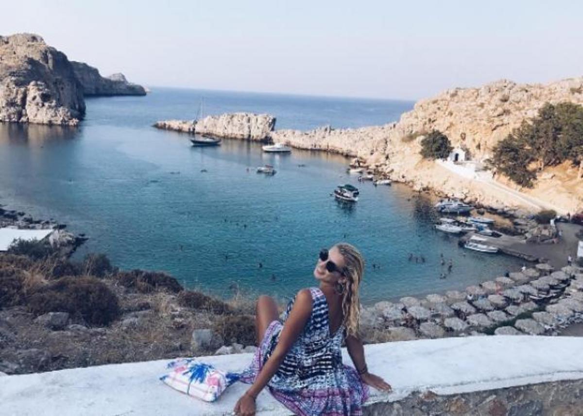 Κωνσταντίνα Σπυροπούλου: Απολαμβάνει το καλοκαίρι στο πατρικό της στην Ρόδο! [pics] | Newsit.gr