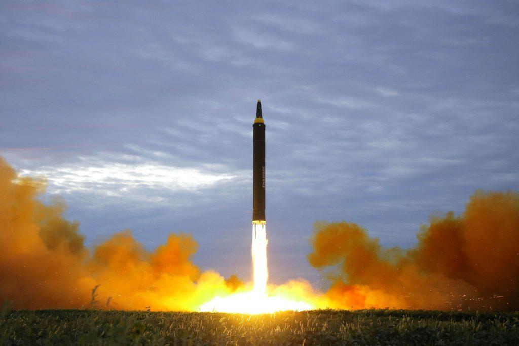 Βόρεια Κορέα: Ετοιμαζόμαστε για πραγματικό πόλεμο! Απειλεί ξανά το Γκουάμ ο Κιμ Γιονγκ Ουν