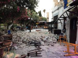 Σεισμός στην Κω: Οι εικόνες της καταστροφής [pics, vids]