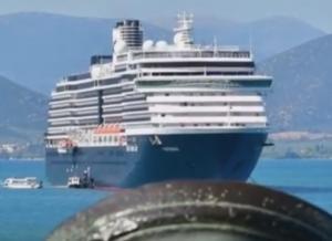 Ναύπλιο: Το επιβλητικό κρουαζιερόπλοιο που δεσπόζει στην πόλη – Έφερε 2.000 τουρίστες [pic, vid]