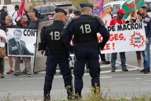 Γαλλία: Ανώτατο όριο στις αποζημιώσεις φέρνει ο Μακρόν – Τι αλλάζει στα εργασιακά
