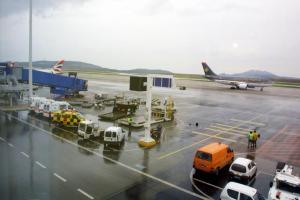 Χανιά: Δήμαρχος έτρεχε μόνος του μέσα στην πίστα του αεροδρομίου!