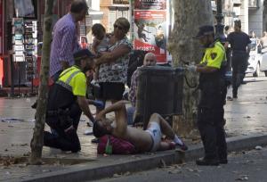 Οπλισμένοι με μαχαίρια και τσεκούρια οι τρομοκράτες της Βαρκελώνης – Ήθελαν να βάλουν στις βόμβες καρφιά