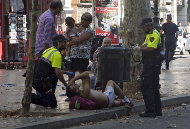Οπλισμένοι με μαχαίρια και τσεκούρια οι τρομοκράτες της Βαρκελώνης – Ήθελαν να βάλουν στις βόμβες καρφιά | Newsit.gr