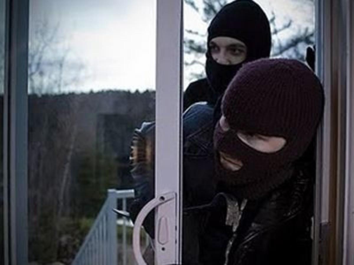 Τρίκαλα: Άγρια ληστεία σε σπίτι επιχειρηματία – Τον έδεσαν μαζί με τη γυναίκα του! | Newsit.gr