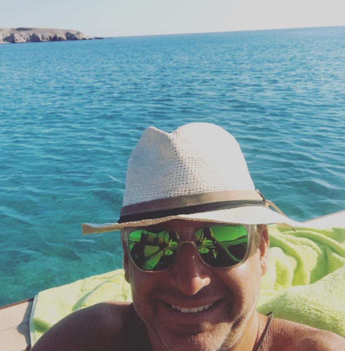 Γιώργος Λιάγκας: Η απίστευτη βουτιά του στα καταγάλανα νερά των Αντιπαξών! Video | Newsit.gr