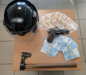 Θεσσαλονίκη: Λήστευε τράπεζες με την ίδια συνταγή – Το τσεκούρι και η νεκροκεφαλή του δράστη [pics]