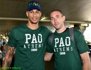 Παναθηναϊκός: Ντυμένος στα «πράσινα» έφτασε ο Λοτζέσκι! Μαζί κι ο Όγκαστ [pic]