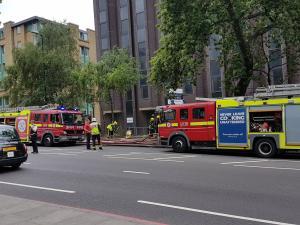 Φωτιά σε πολυσύχναστη περιοχή στο Λονδίνο