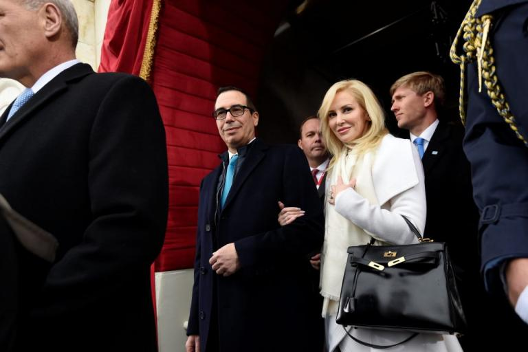 ΗΠΑ: Έκανε επίδειξη χλιδής στο φτωχό Κεντάκι – «Σάλος» για την σύζυγο του υπουργού Οικονομικών   Newsit.gr