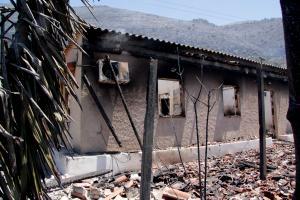 Φωτιά στη Μάνη: Κάηκαν 15 σπίτια σε Κότρωνα και Σκουτάρι – Εικόνες απόλυτης καταστροφής [pics, vids]