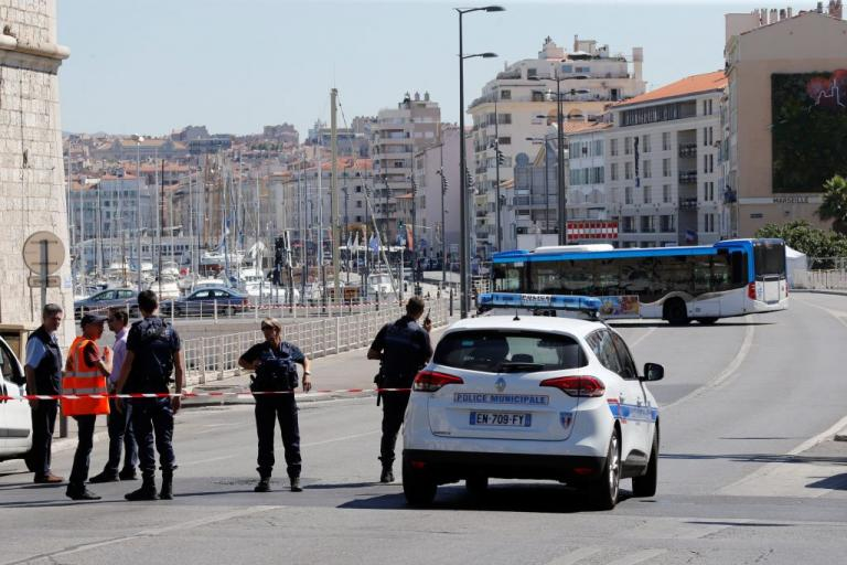 Μασσαλία: Έπεσε σε στάση λεωφορείου και σκότωσε μια γυναίκα – Με ψυχολογικά προβλήματα ο δράστης | Newsit.gr