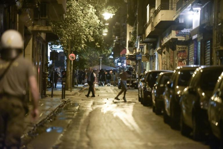 Επίθεση με μολότοφ σε διμοιρία των ΜΑΤ στο Πολυτεχνείο | Newsit.gr