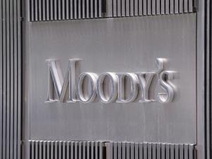 Στην αναβάθμιση του αξιόχρεου των ελληνικών τραπεζών προχώρησε ο οίκος Moody's
