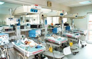Βόλος: Τραυματιοφορέας έσωσε νεογέννητο βρέφος μέσα σε ασανσέρ!