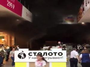 Μεγάλη πυρκαγιά σε εμπορικό στη Μόσχα! Εγκλωβισμένοι και τραυματίες! [vids, pics]