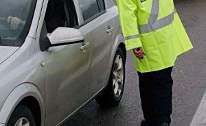 Επτάχρονος πιάστηκε να οδηγεί μόνος του το αυτοκίνητο των γονιών του