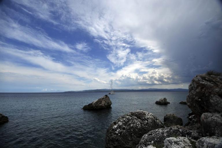 Καιρός: Βροχερό Σαββατοκύριακο μετά τον καύσωνα! Πού θα «χτυπήσουν» οι καταιγίδες | Newsit.gr