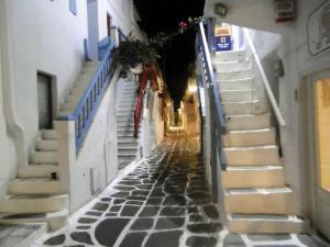 Μύκονος: Ιταλοί λήστευαν ζάπλουτους επισκέπτες! Εξαρθρώθηκε η σπείρα