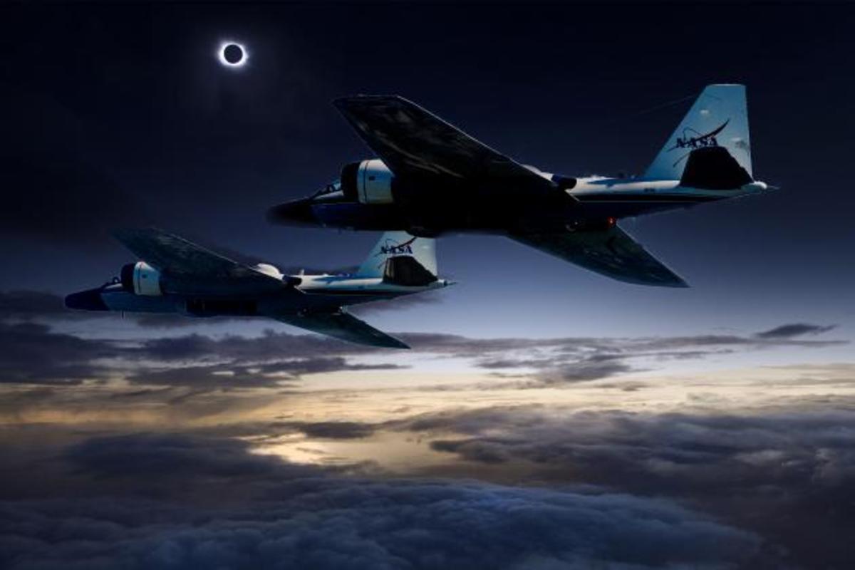 «Κυνηγώντας» την ηλιακή έκλειψη στα 50.000 πόδια! [pics, vid]