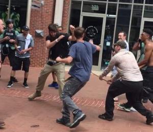 Τουρίστας χαιρέτισε ναζιστικά και δέχτηκε επίθεση από περαστικούς [pics]