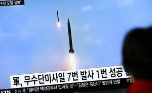 Βόρεια Κορέα: Το πάτησε… ξανά ο Κιμ! Τριπλή (αποτυχημένη) βαλλιστική δοκιμή