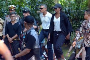 Διακοπές στην Ινδονησία ο Μπαράκ Ομπάμα – Έκανε ράφτινγκ με την οικογένεια [pics]