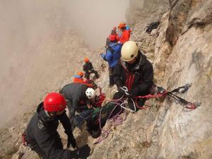 Η δραματική διάσωση του ορειβάτη που είχε εγκλωβιστεί από το Σάββατο στον Όλυμπο! [pics]