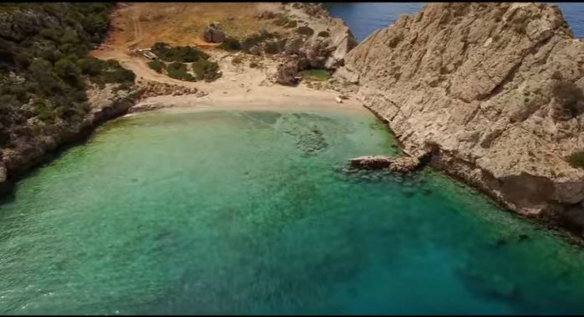 Η κρυφή παραλία που απέχει μόλις μιάμιση ώρα από την Αθήνα   Newsit.gr
