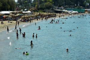 Καιρός: Δεν «ξεκολλά» το καλοκαίρι! Ανεβαίνει κι άλλο η θερμοκρασία την Πέμπτη