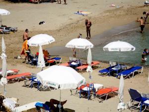 Τεράστια πηγή μόλυνσης, τα αποτσίγαρα στις παραλίες