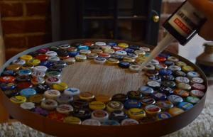 Πρέπει να πιεις πολλές μπύρες για να φτιάξεις αυτό το τραπέζι