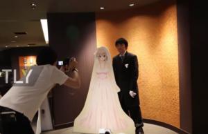 Στην Ιαπωνία παντρεύονται τον αγαπημένο τους anime χαρακτήρα! [vid]