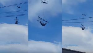 Mε το στόμα ανοιχτό έβλεπαν οι περαστικοί το drone με την αιώρα!