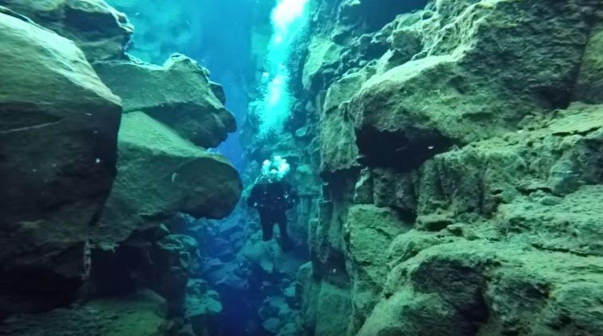 Το μέρος που μπορείς να κολυμπήσεις ανάμεσα σε δύο ηπείρους | Newsit.gr