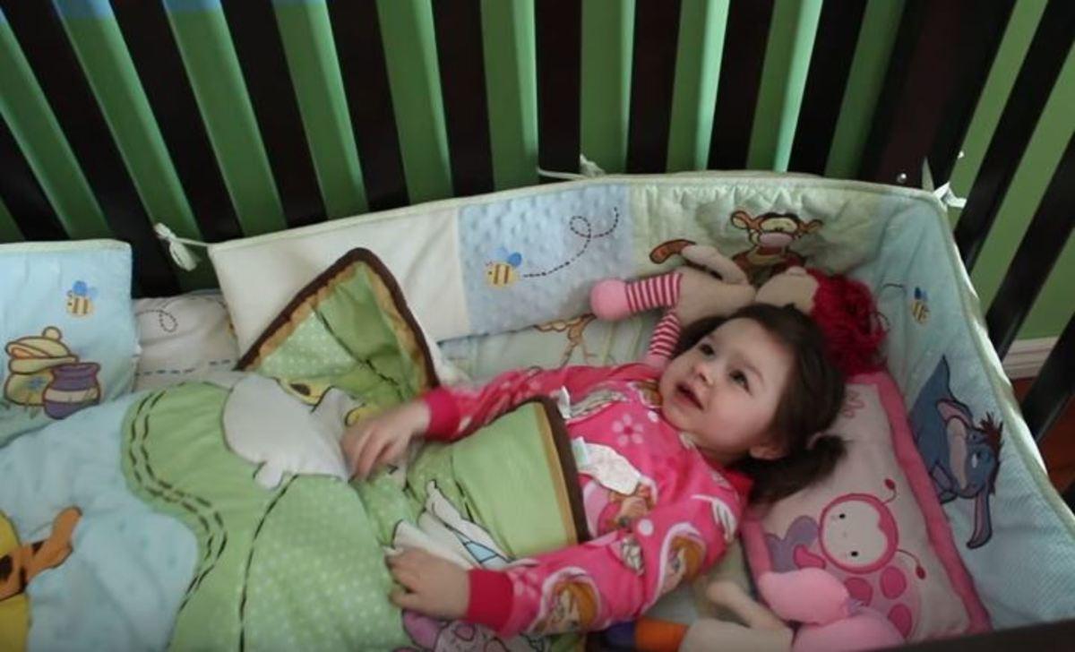 Αυτό το μωρό κοιμάται μόλις μία ώρα. Πάσχει από το σύνδρομο Angelman | Newsit.gr