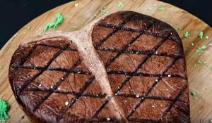 Και όμως αυτό το μεγάλο κομμάτι κρέατος είναι τούρτα!