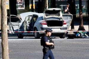 Τρόμος στο Παρίσι! Άνδρας προσπάθησε να θερίσει κόσμο με το αυτοκίνητο!