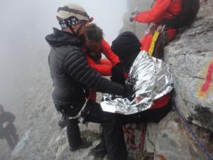 Όλυμπος: Νέες εικόνες από τη δραματική διάσωση ορειβάτη – Έτσι τον βρήκαν οι διασώστες [pics]