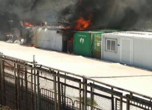 Λέσβος: Φλέγεται η Μόρια! Εξέγερση στο κέντρο μεταναστών με πετροπόλεμο και χημικά! [vid]