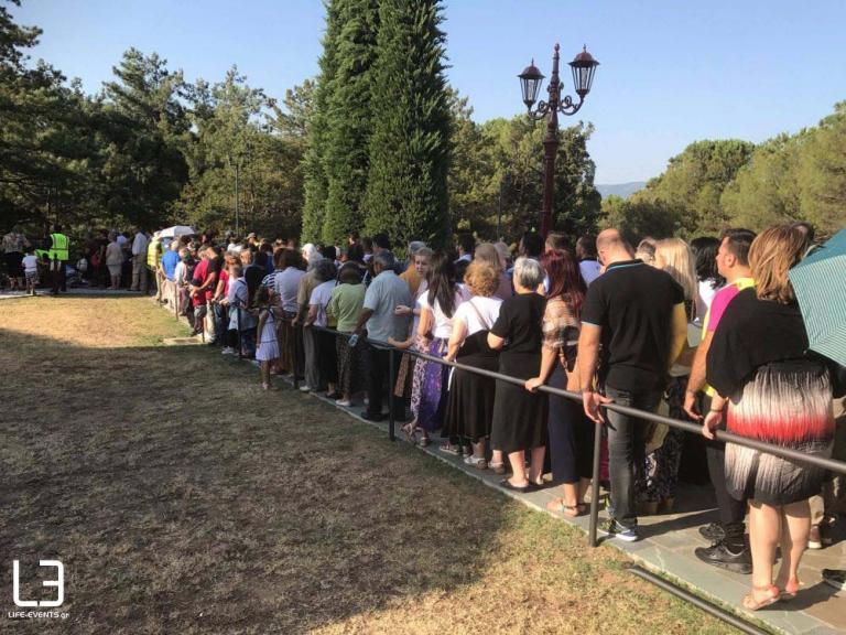 Θεσσαλονίκη: Χιλιάδες πιστοί στον τάφο του Αγίου Παϊσίου [vid] | Newsit.gr
