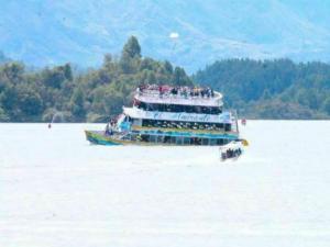Κολομβία: Φόβοι για νεκρούς! Βούλιαξε πλοιάριο με 150 τουρίστες!
