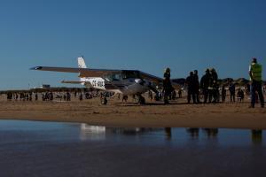 Ράκος ο πατέρας της 8χρονης που σκοτώθηκε από αεροσκάφος! Λίντσαραν τους πιλότους!