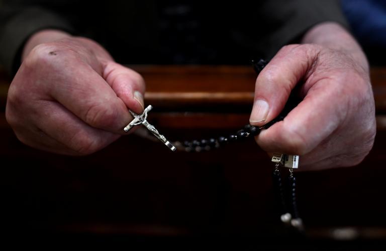 Κονγκό: Ένοπλοι απήγαγαν δύο Καθολικούς ιερείς   Newsit.gr