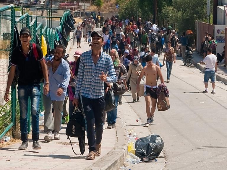 1.421 πρόσφυγες και μετανάστες πέρασαν στα νησιά του Β. Αιγαίου από αρχές Αυγούστου | Newsit.gr