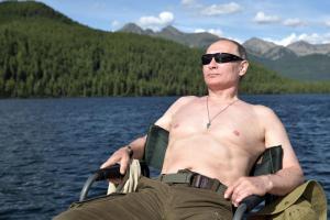Πούτιν: Έκανε μόδα! Φωτογραφίζονται γυμνοί από τη μέση και πάνω