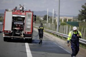 """Φωτιά στη Ζαχάρω: Τραυματίστηκε πυροσβέστης, όταν """"ξεκόλλησε"""" βράχος"""