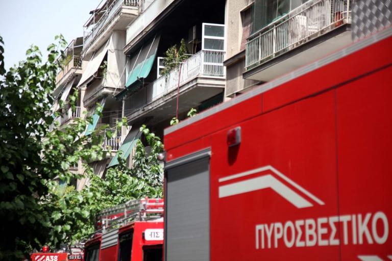 Θρίλερ στην Πετρούπολη – Χαροπαλεύει η γυναίκα που απεγκλωβίστηκε μετά από φωτιά σε διαμέρισμα | Newsit.gr