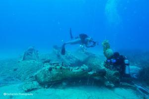 Ικαρία: Ο βυθός της θάλασσας έκρυβε ένα αεροπλάνο θρυλικό – Η άγνωστη ιστορία του – Μοναδικές εικόνες που ταξιδεύουν στον κόσμο [pics, vids]
